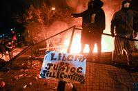 Incendian una comisaría en Mineápolis...