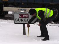 La nieve complica la circulación en las carreteras burgalesas