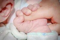 Los nacimientos bajan en España un 30% en la última década