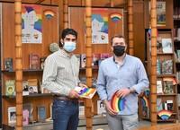 La maleta del Rincón Lgtbi viaja por las bibliotecas