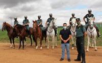 La Guardia Civil patrulla a caballo en el campo de Albacete