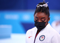 Simone Biles se retira del concurso individual completo