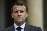 Un hombre abofetea a Macron durante un viaje oficial