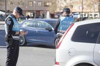 La Policía Local asiste a dos mujeres caídas en la calle