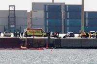 Muerto uno de los desaparecidos del barco volcado en Castellón