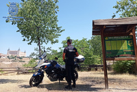 Policía Nacional sella en Toledo credenciales de peregrino