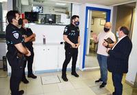 Muñiz visita a los agentes de la Policía Local de la ciudad