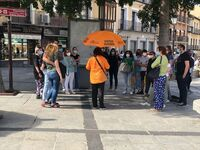 Los paraguas de los grupos de turistas regresan a Toledo