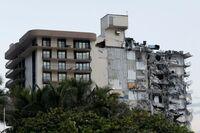 Al menos un muerto en edificio parcialmente derrumbado en Miami
