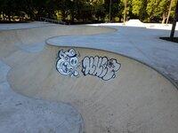La pista de skate, grafiteada antes de su inauguración