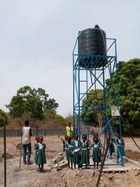Navalpotro financia un proyecto de agua en Gambia