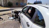 Dos heridos tras colisionar dos turismos y una ambulancia