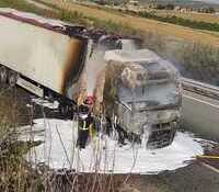 Arde la cabina de un camión tras una avería en Ólvega