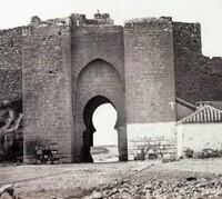 La lápida que pone fecha a la Puerta de Toledo