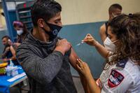 Israel aprueba la tercera dosis de la vacuna contra el COVID