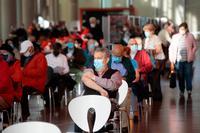 La pandemia acentúa su mejoría y la incidencia cae ya a 100