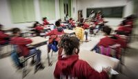 Educación mantendrá a 1.350 profesores para desdoblar aulas