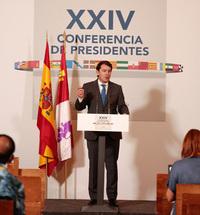 Mañueco exige a Sánchez una ley de pequeños municipios