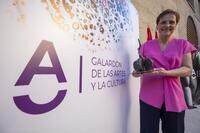 Micaela Pérez recibe el Galardón de las Artes y la Cultura