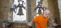 Repique de campanas y ofrenda floral para el Xacobeo