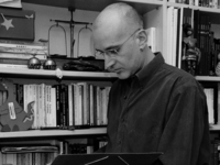 Las Casas Ahorcadas se cita con el escritor Sáinz de la Maza