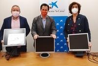 CaixaBank dona a la Fundación Impulsa 1.900 monitores