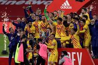El Barça ejerce de rey de copas