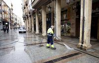 Urbaser limpiará a fondo la calle y la plaza Mayor