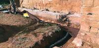 Hallan tumbas medievales en el templo de Rojas y paran obras