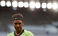 Nadal hinca la rodilla ante Djokovic