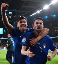 Italia encuentra la gloria en los pen...