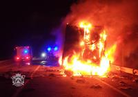 Espectacular incendio de un camión en Rubena