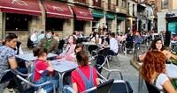 Ayuntamiento y hosteleros de Arenas, en la misma dirección