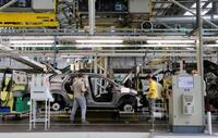 Dirección de Renault y sindicatos firman el convenio