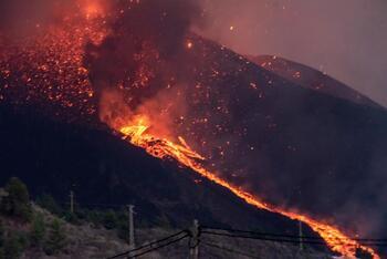 Aumentan a 6.000 los evacuados por el volcán de La Palma