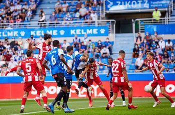 El Atlético tropieza en Vitoria