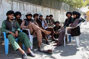 Los talibanes cuelgan en público a cuatro secuestradores