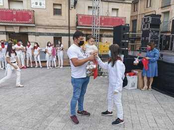 Ólvega impone el pañuelo de fiestas a 40 niños y niñas