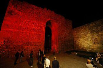 Page inaugura la iluminación de un nuevo tramo de muralla