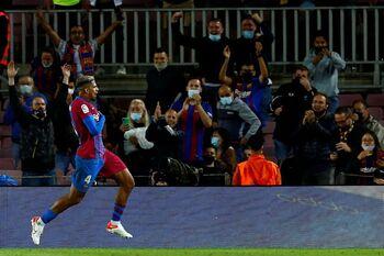 Araujo da un empate agónico al Barcelona