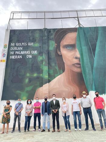 Decoran Tarazona con mensajes contra la violencia de género