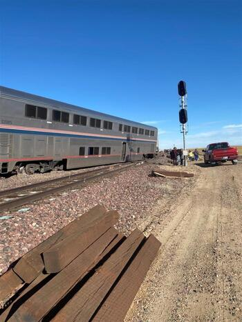 Al menos tres muertos tras descarrilar un tren en EEUU