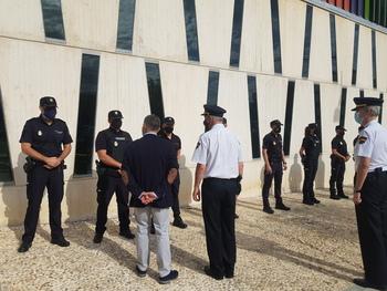 El subdelegado saluda a los nuevos policías en Albacete