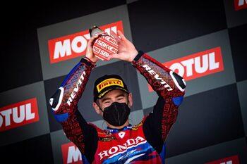 Bautista sube de nuevo al podio con el tercer puesto