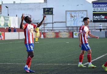 Kofi estrena el casillero de victorias (1-0)