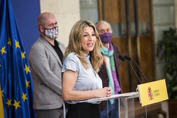 El Gobierno y los sindicatos acuerdan subir el SMI en 15 euros