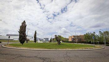 El Ayuntamiento ajardinará las 3 rotondas del nuevo hospital