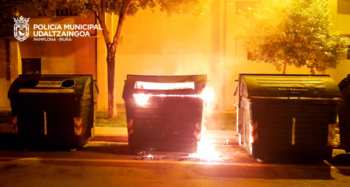 Queman contenedores de basura en la Rochapea