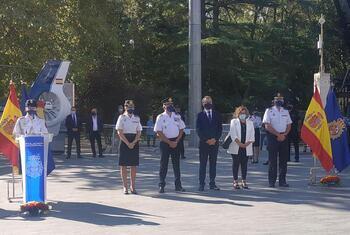 Cientos de vallisoletanos arropan a la Policía Nacional