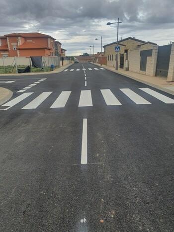 La calle Santa Ana de Horche estrena asfalto y señalización